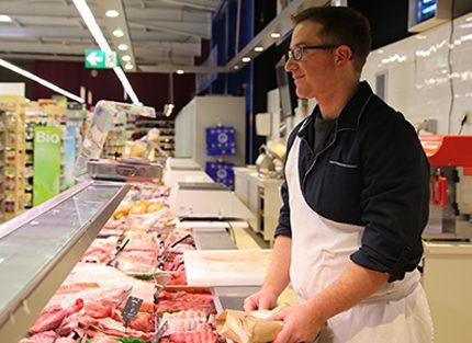étal boucher traditionnel viande qualité découpe cote première veau